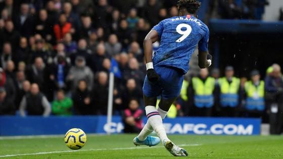 Thắng dễ Crystal Palace 2-0, Chelsea vươn lên nhì bảng ảnh 1