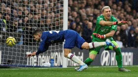 Thắng dễ Crystal Palace 2-0, Chelsea vươn lên nhì bảng ảnh 2