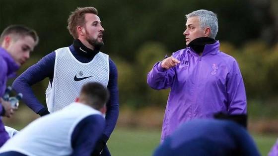 Jose Mourinho trong buổi tập đầu tiên