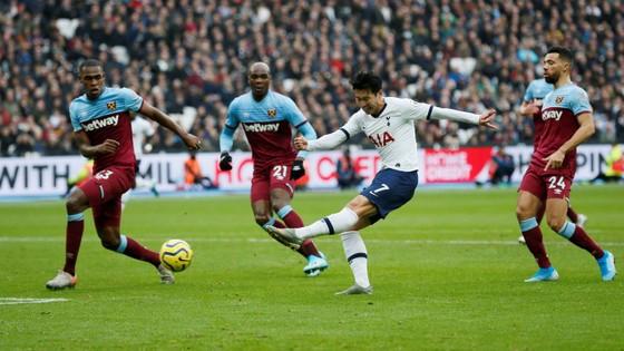 West Ham - Tottenham 2-3: Gà trống lột xác dưới tay Mourinho ảnh 4