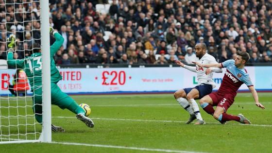 West Ham - Tottenham 2-3: Gà trống lột xác dưới tay Mourinho ảnh 5