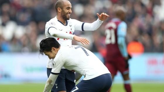 West Ham - Tottenham 2-3: Gà trống lột xác dưới tay Mourinho ảnh 6