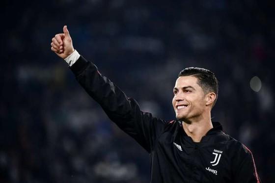 Juventus phải trả Man United 1 triệu euro vì Cristiano Ronaldo