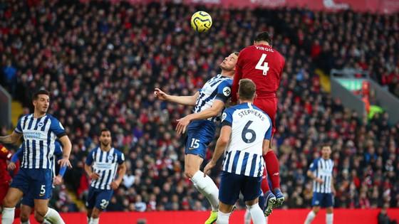 Liverpool - Brighton 2-0: Sát thủ Van Dijk giúp Liverpool bứt xa Man City 11 điểm ảnh 3