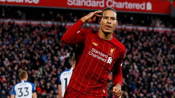Liverpool - Brighton 2-0: Sát thủ Van Dijk giúp Liverpool bứt xa Man City 11 điểm ảnh 4