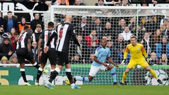 Newcastle - Man City 2-2: Choáng khi Chích chòe cầm chân Man City ảnh 4