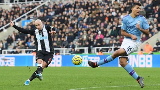 Newcastle - Man City 2-2: Choáng khi Chích chòe cầm chân Man City ảnh 8