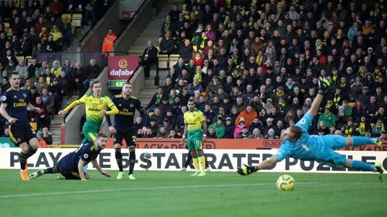 Norwich City - Arsenal 2-2: Aubameyang cứu nguy Pháo thủ  ảnh 5