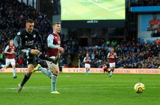 Leicester City thắng trận thứ 8, bám theo Liverpool