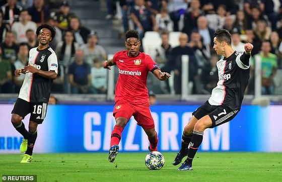 Ronaldo (trái) vẫn khao khát ghi bàn