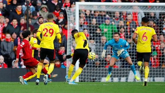 Liverpool - Watford 2-0: Mo Salah tỏa sáng với cú đúp ảnh 6