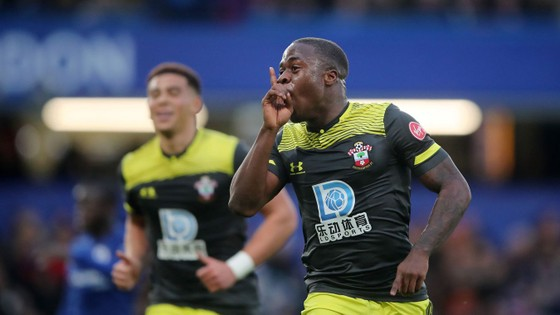 Chelsea - Southampton 0-2: The Blues lại 'tặng quà' ở Stamnford Bridge ảnh 4