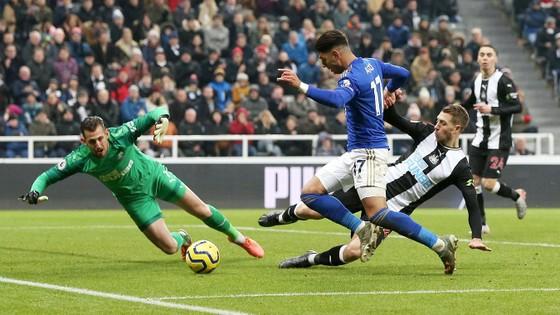 Đè bẹp Newcastle, Leicester vững ngôi nhì bảng ảnh 2