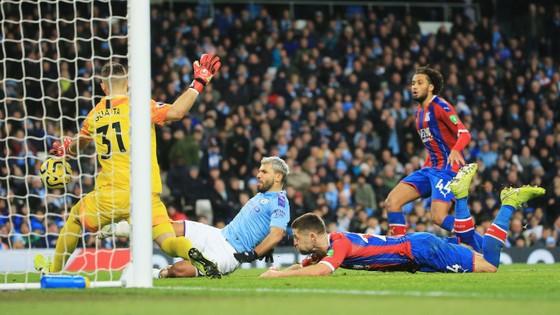 Man City - Crystal Palace 2-2: Aguero ghi cú đúp, Fernandinho đốt lưới nhà ảnh 10