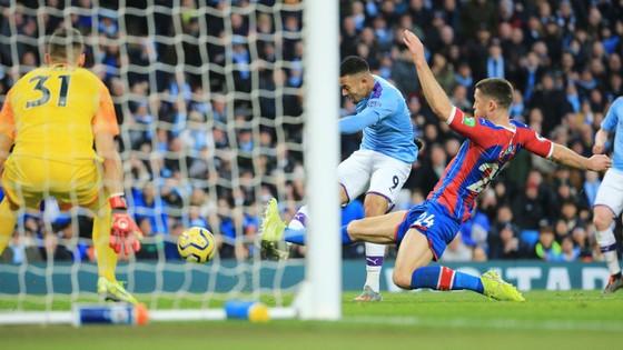 Man City - Crystal Palace 2-2: Aguero ghi cú đúp, Fernandinho đốt lưới nhà ảnh 9