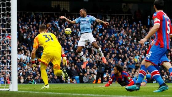 Man City - Crystal Palace 2-2: Aguero ghi cú đúp, Fernandinho đốt lưới nhà