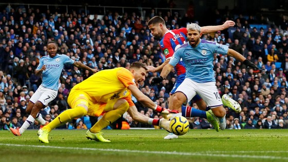 Man City - Crystal Palace 2-2: Aguero ghi cú đúp, Fernandinho đốt lưới nhà ảnh 4