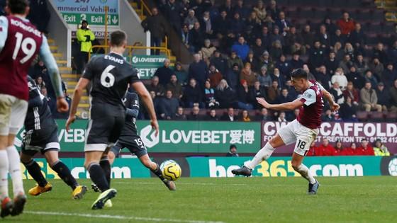 Burnley - Leicester City 2-1: Jamie Vardy sút hỏng phạt đền, Bầy cáo thua ngược ảnh 11