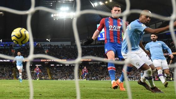 Man City - Crystal Palace 2-2: Aguero ghi cú đúp, Fernandinho đốt lưới nhà ảnh 13