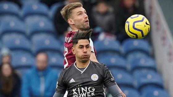 Burnley - Leicester City 2-1: Jamie Vardy sút hỏng phạt đền, Bầy cáo thua ngược