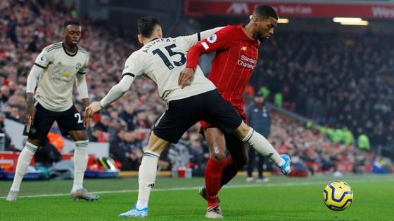 Liverpool - Man United 2-0: Van Dijk, Salah nhấn chìm Quỷ đỏ
