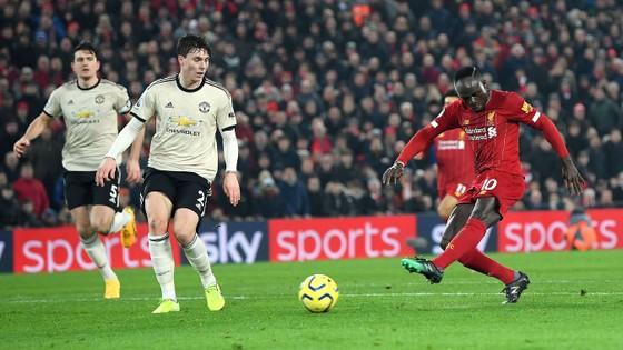 Liverpool - Man United 2-0: Van Dijk, Salah nhấn chìm Quỷ đỏ ảnh 5