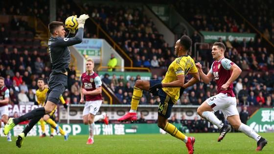Burnley - Arsenal 0-0: Aubameyang bất lực nhưng Pháo thủ hòa trong may mắn ảnh 4