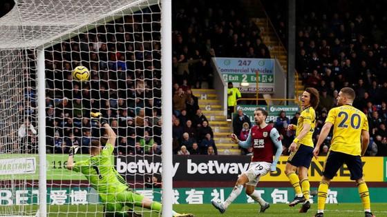 Burnley - Arsenal 0-0: Aubameyang bất lực nhưng Pháo thủ hòa trong may mắn ảnh 8