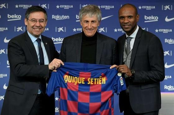 Sốc: Messi phản ứng chuyện bị Giám đốc chụp mũ, Barcelona họp khẩn bàn chuyện sa thải Eric Abidal ảnh 1
