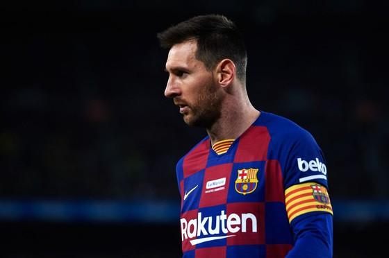 Messi thỉnh cầu Barcelona xử 3 sếp lớn mới triển hạn hợp đồng