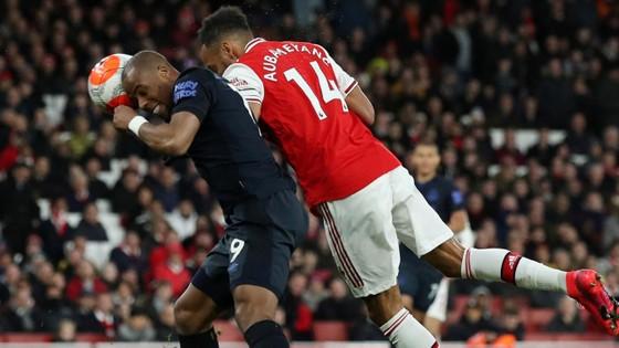 Arsenal - Everton 3-2: Aubameyang ghi cú đúp giúp Pháo thủ ngược dòng ảnh 10