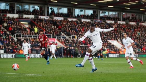 Bournemouth - Chelsea 2-2: Marcos Alonso ghi cú đúp giúp The Blues gỡ hòa ảnh 8