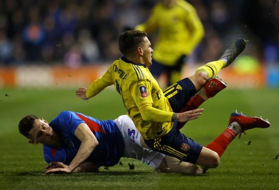 Arsenal lại xui: Lucas Torreira vỡ mắt cá, có thể nghỉ đến hết mùa ảnh 1