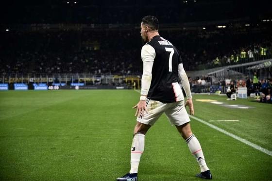 Covid-19 khiến Ronaldo tổn hại nhiều nhất trong giới cầu thủ