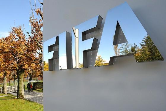 FIFA mở rộng cửa sổ chuyển nhượng đến 5 tháng để thích ứng với COVID-19