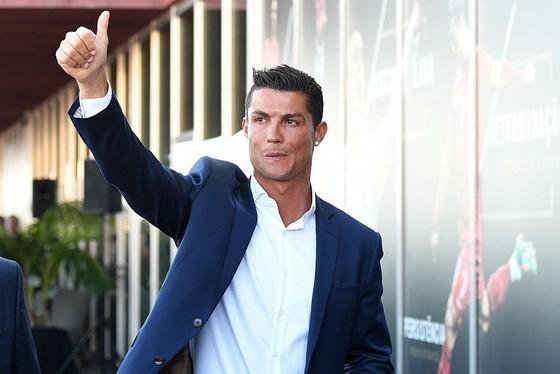 Ronaldo và đồng đội đồng ý cắt giảm lương với Juventus