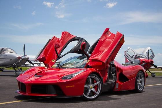 Siêu xe Ferrari LaFerrari là món đồ chơi của 2 ngôi sao Premier League