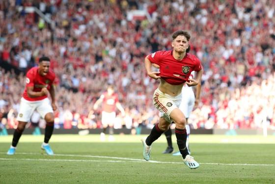 Daniel James ăn mừng bàn thắng