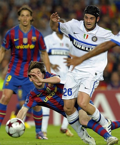 Mourinho đã nói gì khi Guardiola chỉ đạo Ibra trong trận Barca – Inter Milan năm 2010 ảnh 1