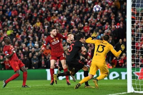 Trận Liverpool – Atletico Madrid ở Anfield lẽ ra không nên tổ chức.