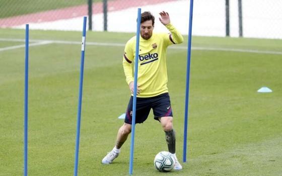 Leo Messi dính chấn thương trong buối tập.