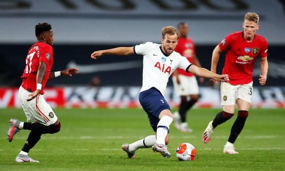 Mourinho nhảy ra bảo vệ Harry Kane, mở ra cuộc khẩu chiến với Sky Sport ảnh 1