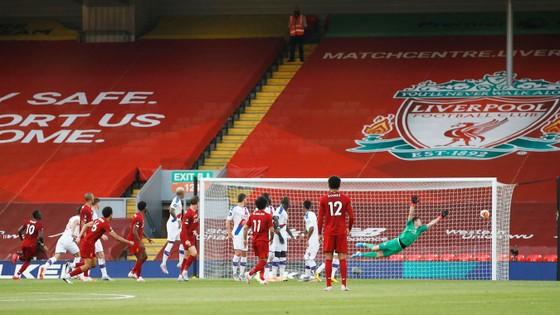Liverpool vùi dập Crystal Palace để chờ giờ đăng quang ảnh 1