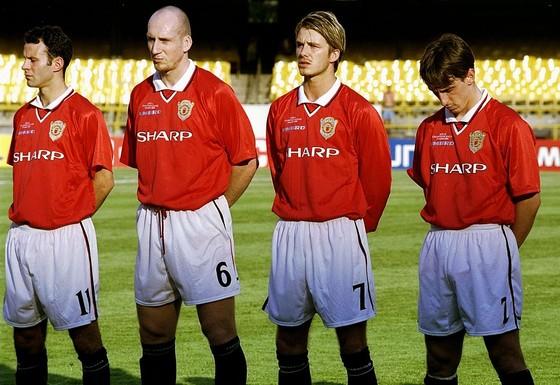 Vì sao Beckham cố ngăn Man United bán Jaap Stam ảnh 1
