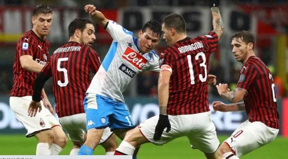 Napoli đang chạy đua quyết liệt với AC Milan