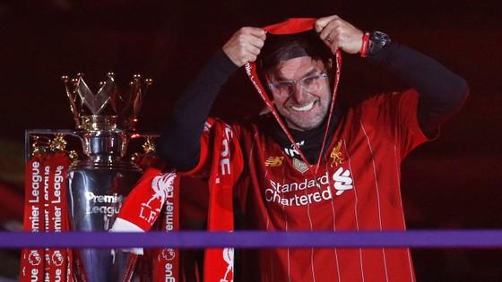 Kết quả và xếp hạng giải Ngoại hạng Anh, vòng 37 ngày 22-7: Man United vấp ngã, Liverpool hạ Chelsea ảnh 2