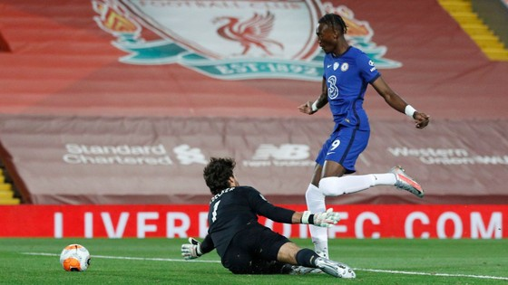 Liverpool – Chelsea 5-3: Cơn mưa bàn thắng đẹp ở Anfield ảnh 3