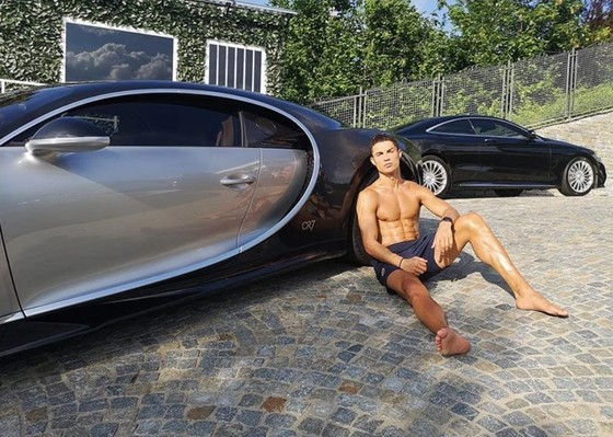 Cristiano Ronaldo và những chiếc siêu xe... cũ của anh