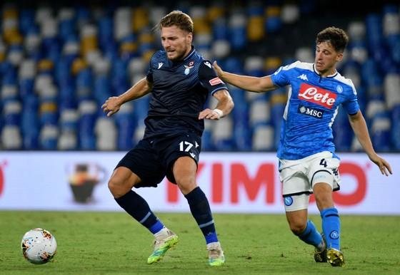 Ciro Immobile (Lazio) vượt qua cầu thủ Napoli