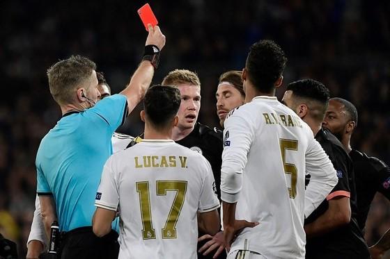 Manchester City - Real Madrid: Bậc thầy tấn công gặp siêu phòng thủ, Pep ra chiêu khi Ramos vắng mặt ảnh 1